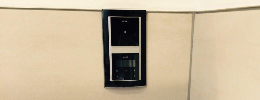 gira 228100 dockingstation einsatz bluetooth anbindung. Black Bedroom Furniture Sets. Home Design Ideas