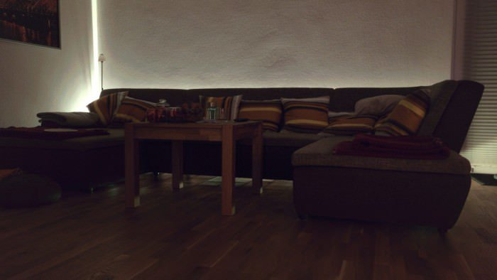 selbstklebende led streifen f r eine indirekte beleuchtung. Black Bedroom Furniture Sets. Home Design Ideas