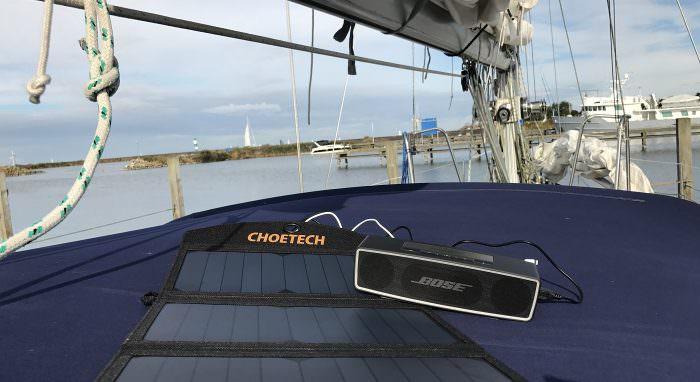 Weihnachtsgeschenk bis 45 Euro: Solar-Ladegerät für unterwegs