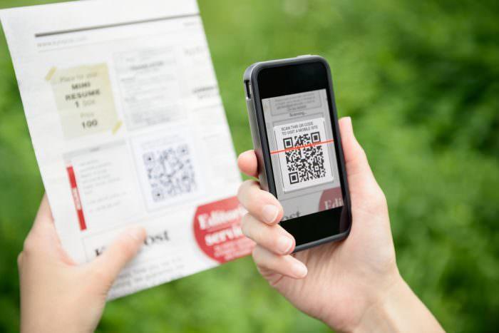 Smartphone liest einen QR-Code
