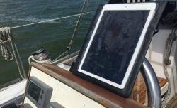 Wasserdichte Hülle für iPad Pro - Navigation auf dem Segelboot